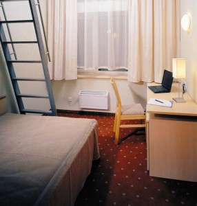 eLoftHOTEL budget single room